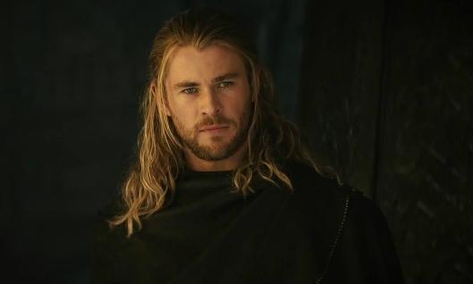 Chris Hemsworth, l'attore australiano a cui Branagh ha regalato la fama mondiale grazie a Thor (courtesy www.movieinsider.com).