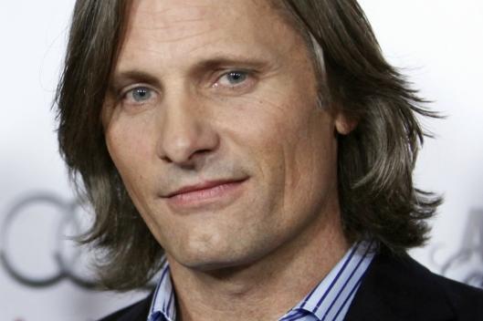 Viggo Mortensen, 57 anni, attore, fotografo, musicista e poeta.