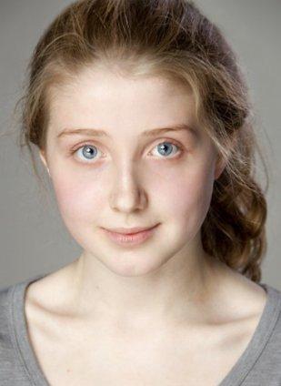 Bebe Cave, attrice britannica, 17 anni, è la protagonista di uno dei tre episodi di Il racconto dei racconti di Matteo Garrone.