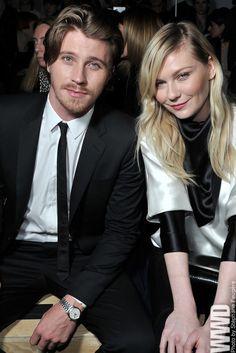Hedlund con la fidanzata e collega  Kirsten Dunst, con cui ha una relazione da più di tre anni (courtesy of Pinterest.com)