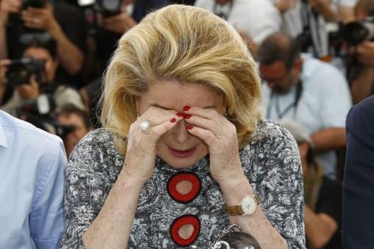Catherine-Deneuve-al-festival-di-Cannes-piange.jpg