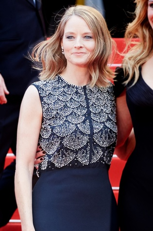 Jodie-Foster-in-Dior-at-Cannes-Film-Festival_133440.jpg